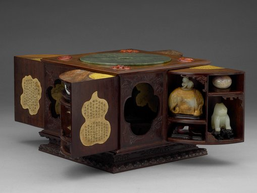 Qianlong 1736–95, Qing dynasty 1644–1911, 'Square curiosity box with multiple treasures', wood, jade, bronze, amber, agate, ink on paper, 19.9 × 25.4 × 25.2 cm (box), National Palace Museum, Taipei. Photo: © National Palace Museum, Taipei